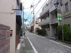 栄町会館前の通り